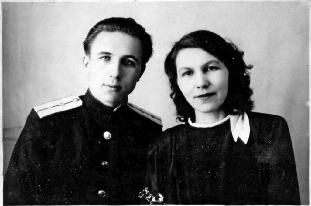 Евгений Александрович Глебов вместе с мамой Раисой Федоровной.